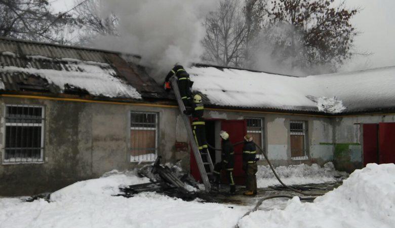 В Харькове горел склад швейной фурнитуры (фото, видео)