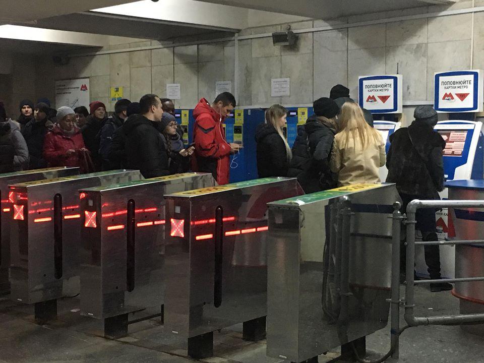 В Харькове начали действовать новые, повышенные тарифы на проезд в метро (фото)