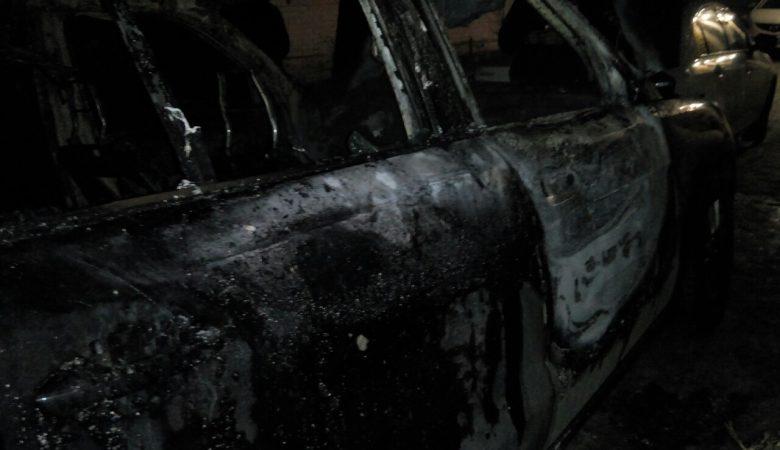 На Салтовском шоссе сгорел Mercedes (фото)