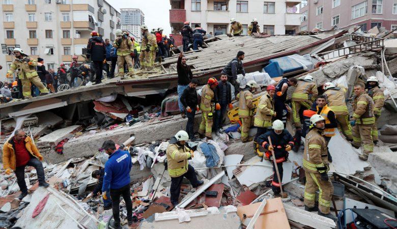 В Турции обвалился 8-этажный жилой дом есть погибшие