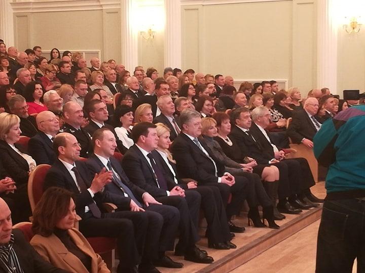В обновленной Харьковской филармонии — первый концерт. На открытие приехал Порошенко