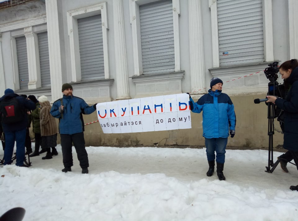В Харькове российское консульство забросали яйцами (фото)