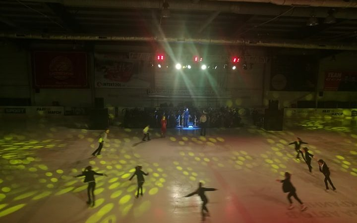 Лед и пламя: в Харькове фигуристы выступили с симфоническим оркестром (фото)