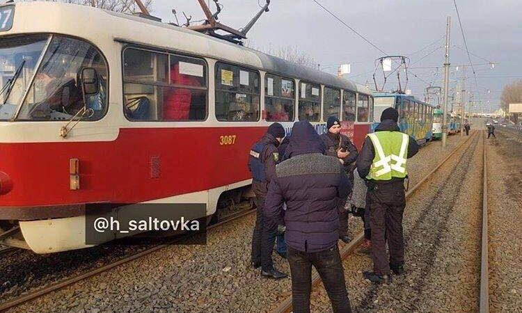 Конфликт из-за стоимости проезда между водителем и пассажирами трамвая был урегулирован мирным путем