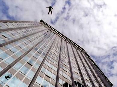 У Харкові чоловік випав з вікна багатоповерхівки (відео)