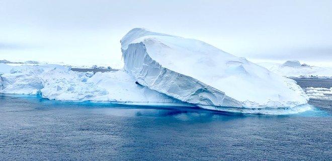 Как два Нью-Йорка: в Антарктиде раскалывается айсберг