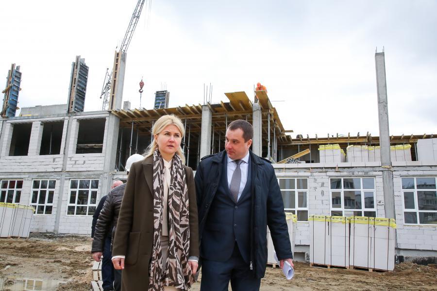 Светличная осмотрела ход строительства образовательного комплекса в микрорайоне «Надежда»