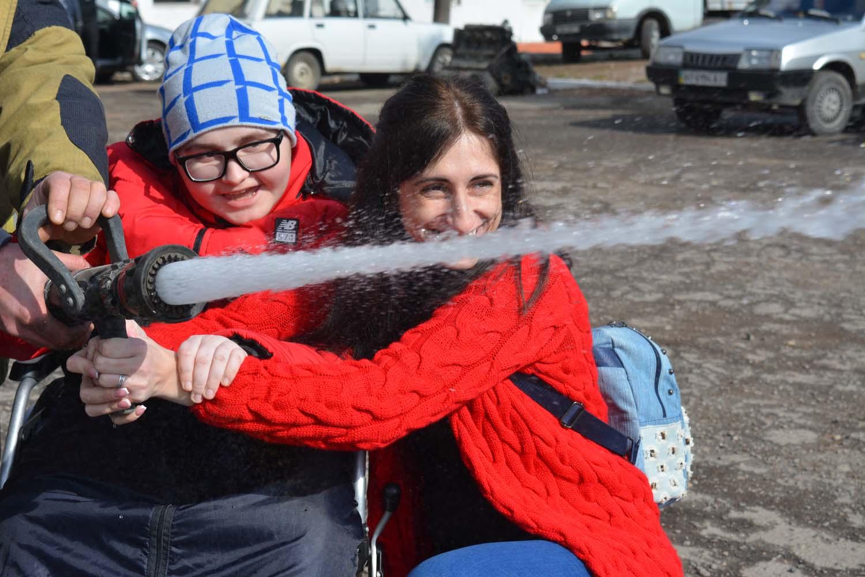Спасатели осуществили мечту мальчика с инвалидностью (фото)