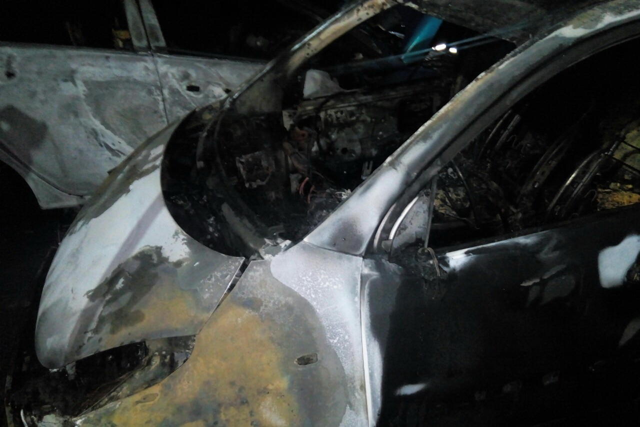 В Харькове опять горят автомобили, припаркованные на ночь во дворах многоэтажек (фото)