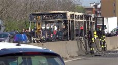 Водитель-сенегалец поджег автобус со школьниками в Италии