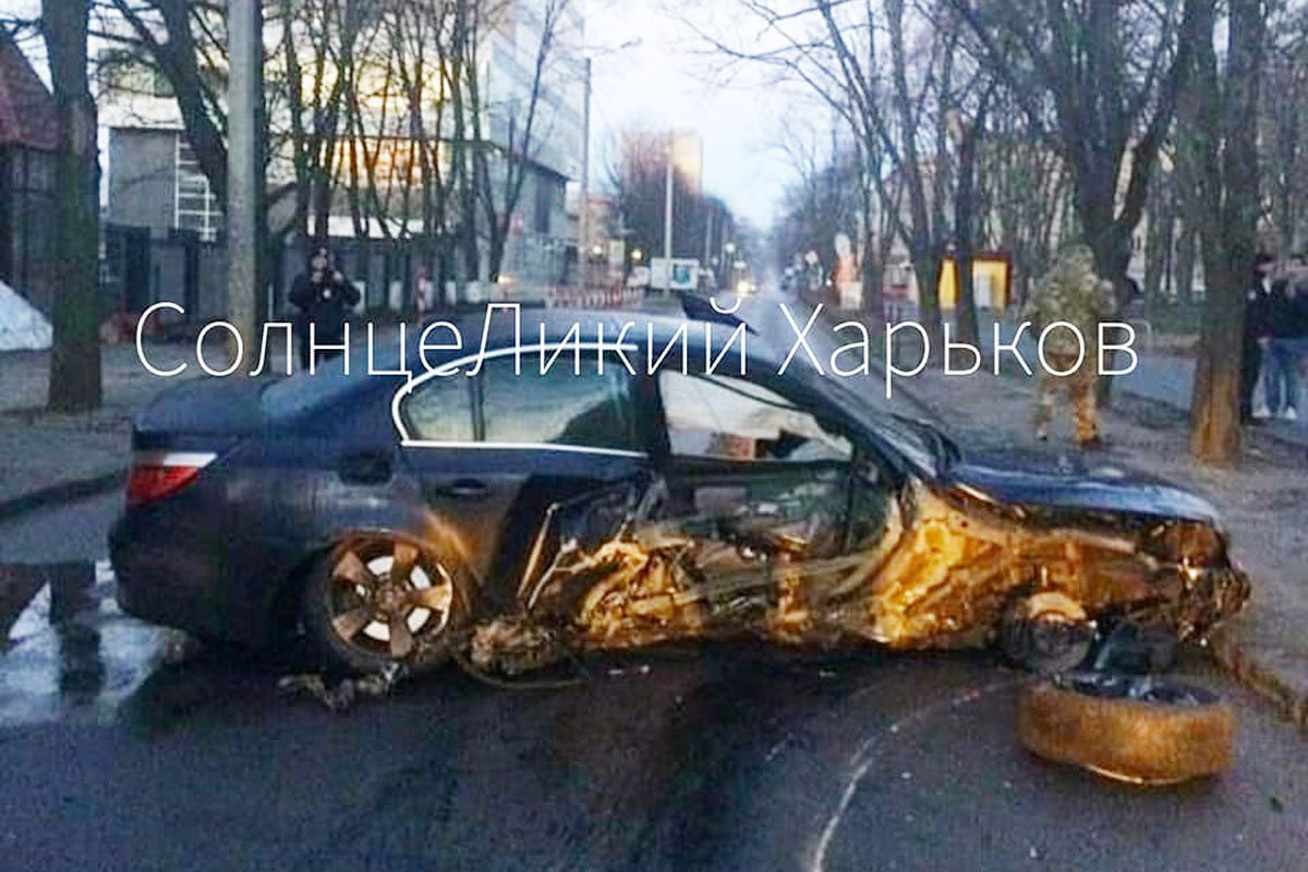 На Отакара Яроша BMW врезался в столб (фото)