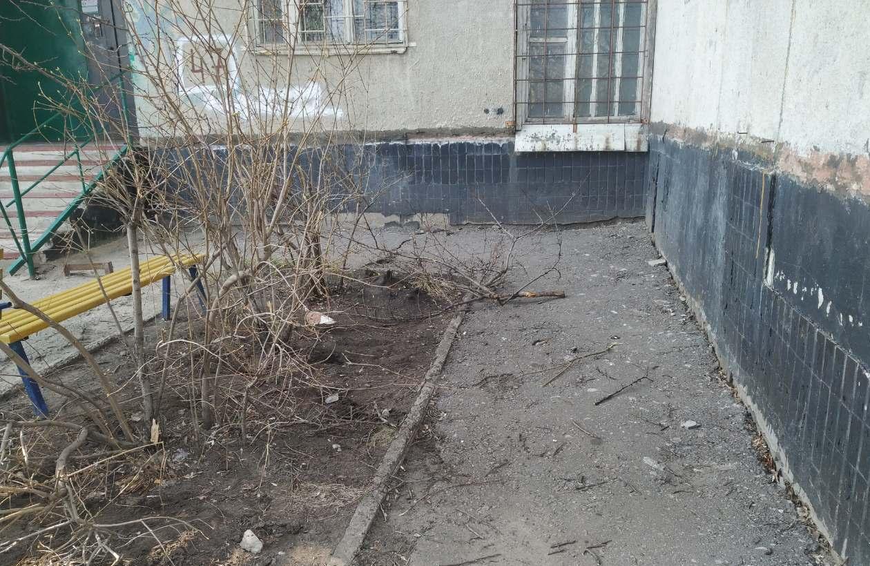 На Широнинцев 18-летняя наркозависимая девушка спрыгнула с крыши (фото)