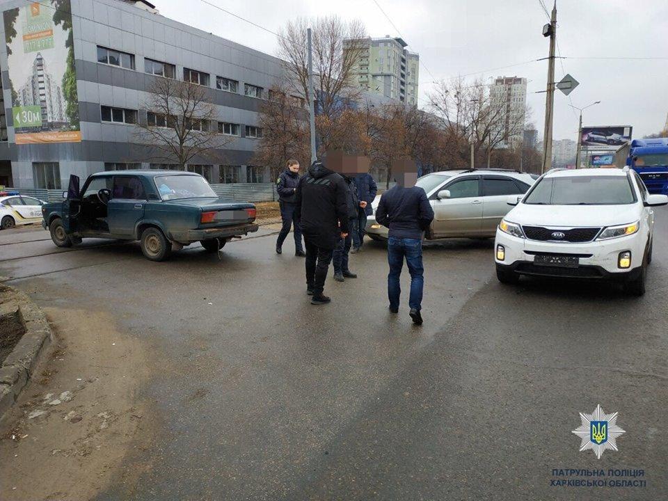 На Клочковской столкнулись ВАЗ и KIA (фото)