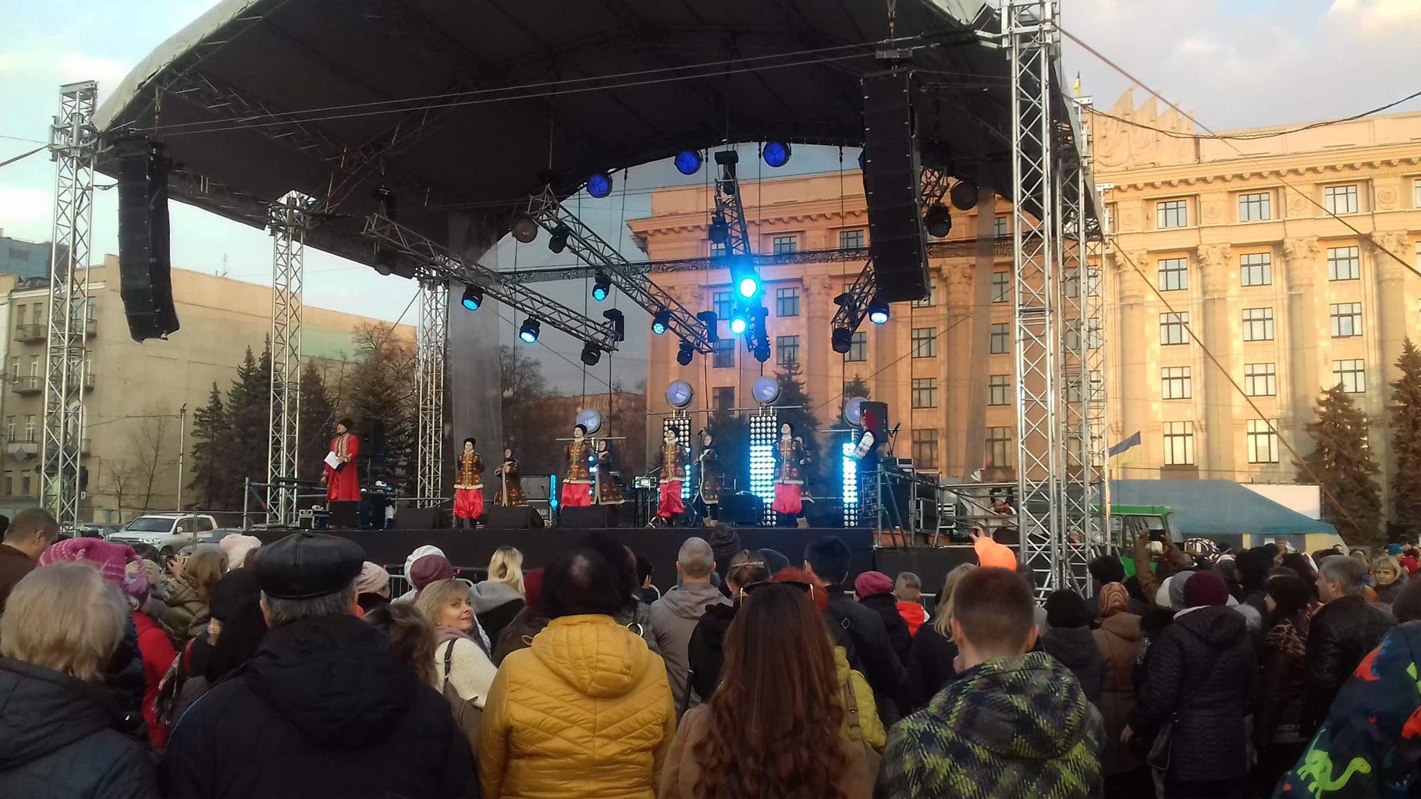 Харьковчане провожают зиму блинами и шашлыком (фоторепортаж)