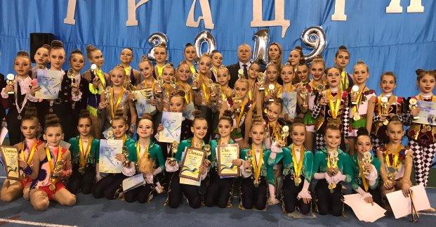Юные харьковчанки стали чемпионками Украины по эстетической гимнастике