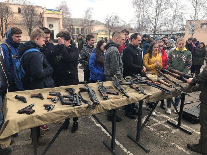 Школярі Харківщини відвідали військову частину (відео)