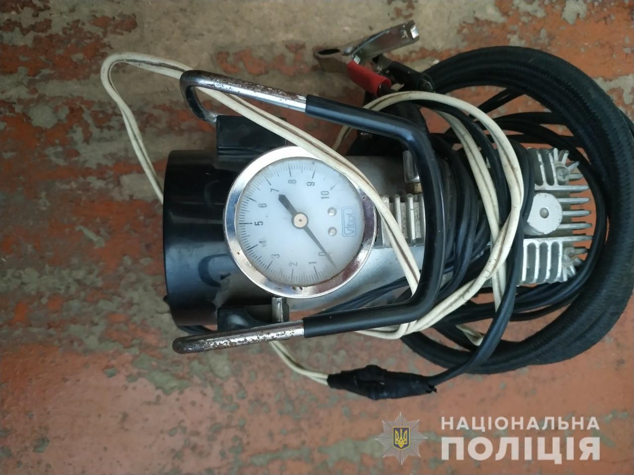 Под Харьковом задержали парня, который обворовывал машины (фото)