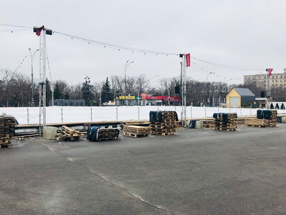 Каток на площади Свободы закрылся (фото)