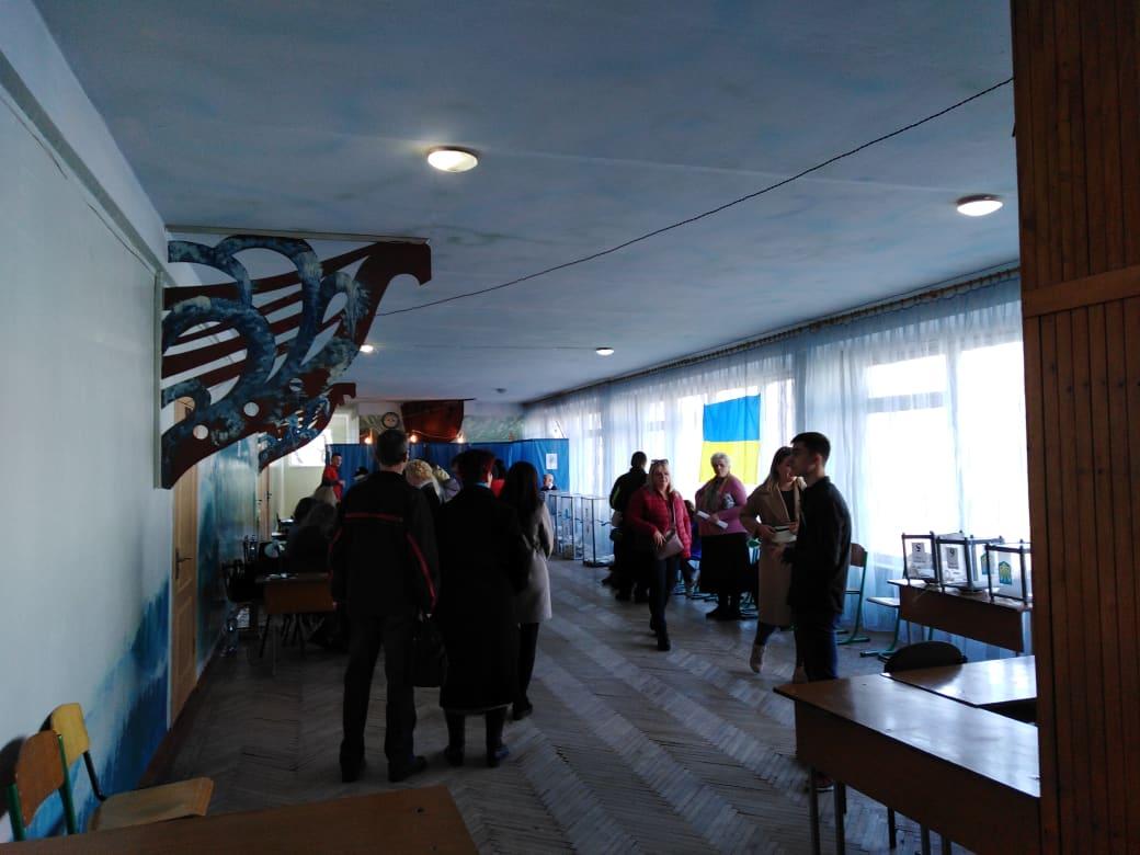 Появились первые результаты голосования на выборах президента Украины
