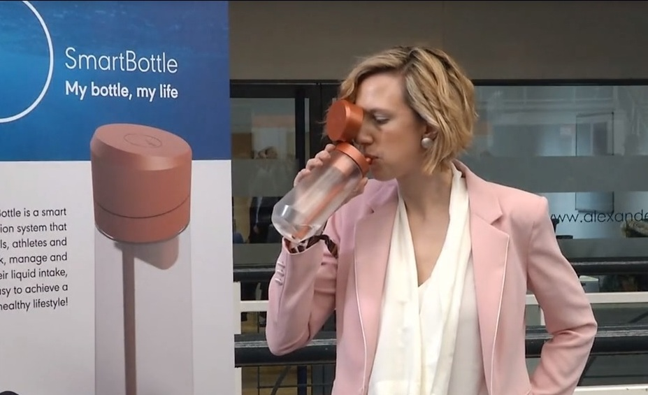"""В Лондоне представили """"умную"""" бутылку (фото)"""