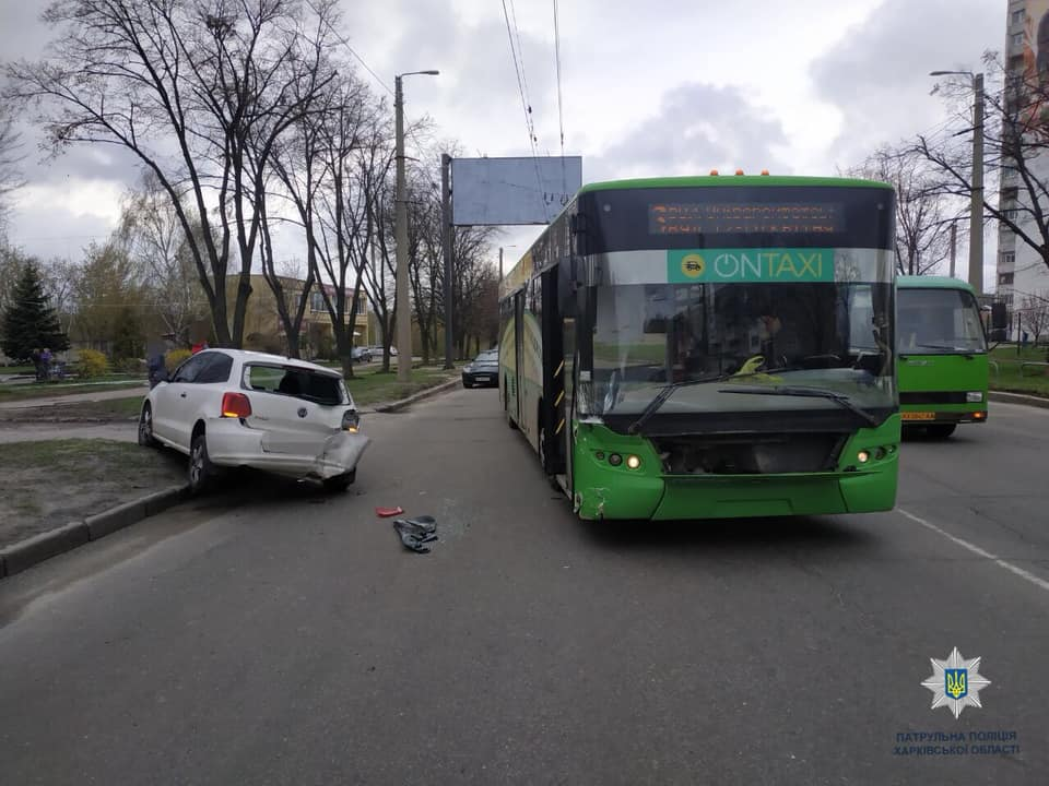 На пр. Александровском Volkswagen столкнулся с троллейбусом (фото)