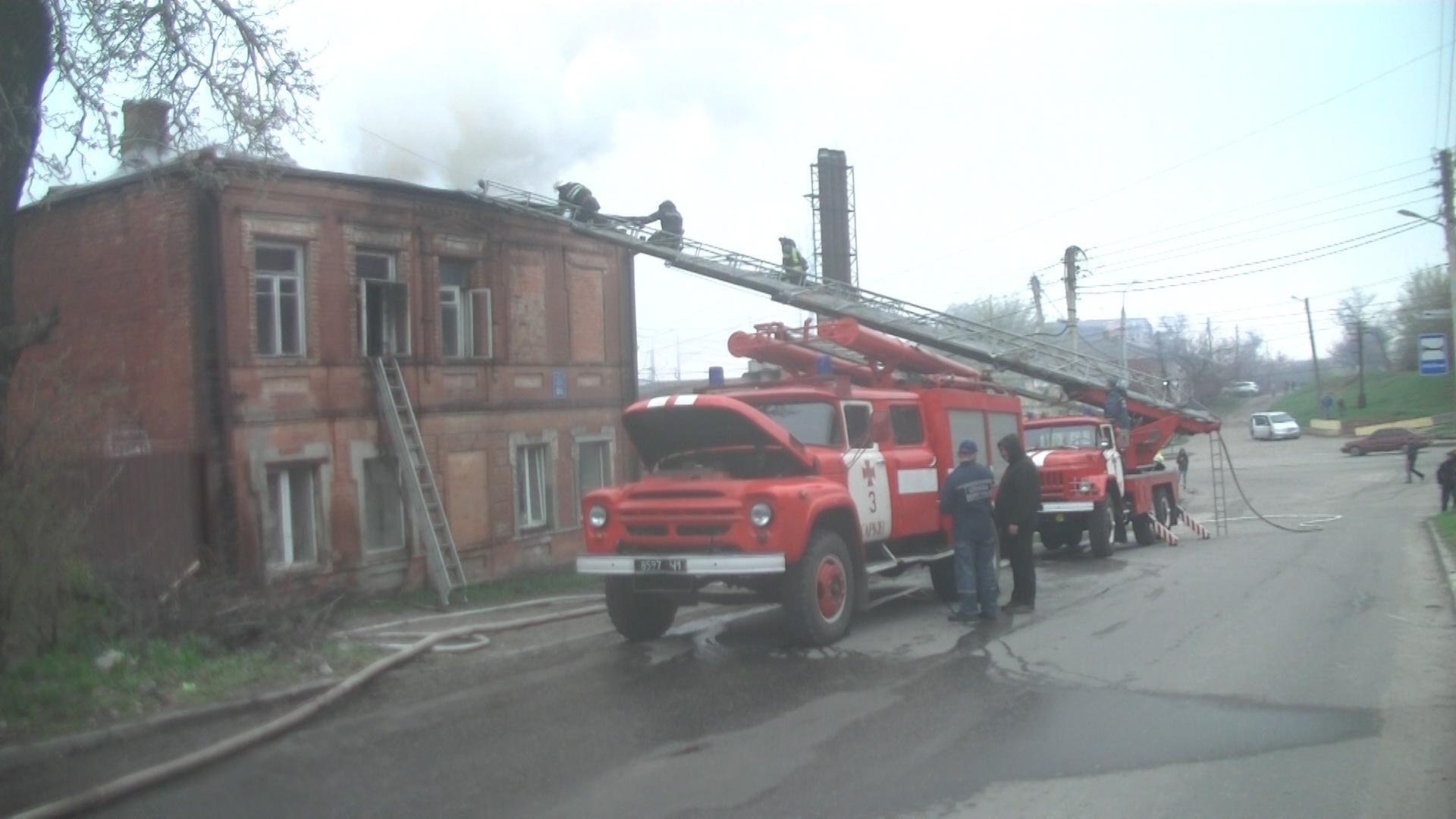 В Харькове горел жилой дом (фото, видео)