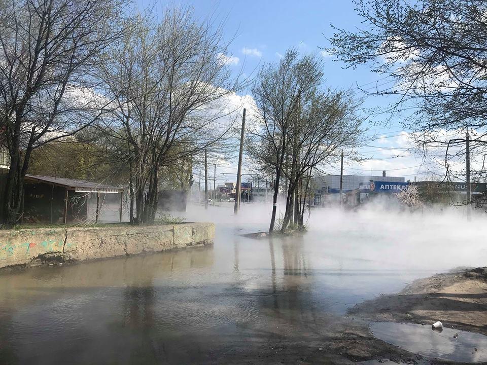 Масштабную аварию на теплотрассе в Харькове планируют ликвидировать в течение трех суток