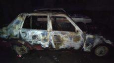 В Харькове во дворе многоэтажки сгорел припаркованный автомобиль (фото)