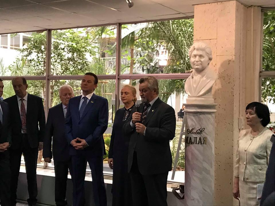 В Харькове открыт памятный монумент к 100-летию академика Любови Малой