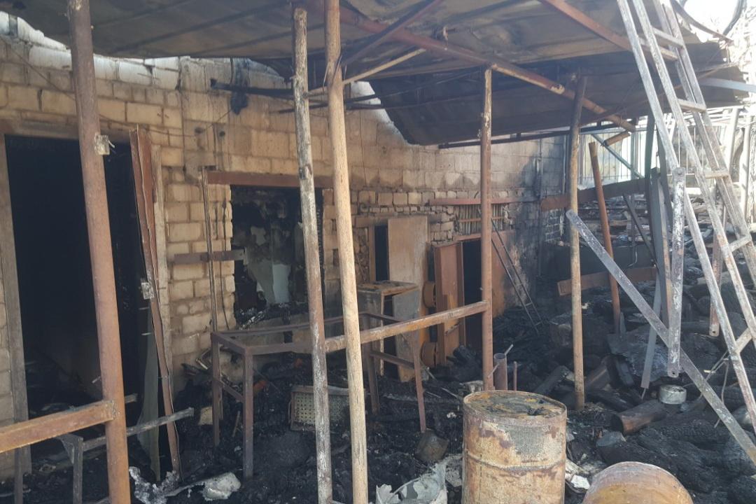 В Немышлянском районе сгорели все деревянные строения во дворе домовладения (фото)