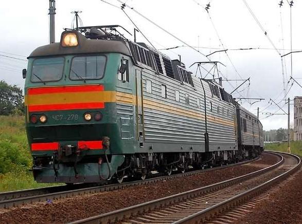 Цеплялся за поезд и сорвался: на Харьковщине тяжело травмирован 12-летний парень