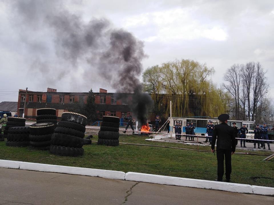 Спасти за 8 минут: в университете гражданской защиты прошли соревнования (фоторепортаж)