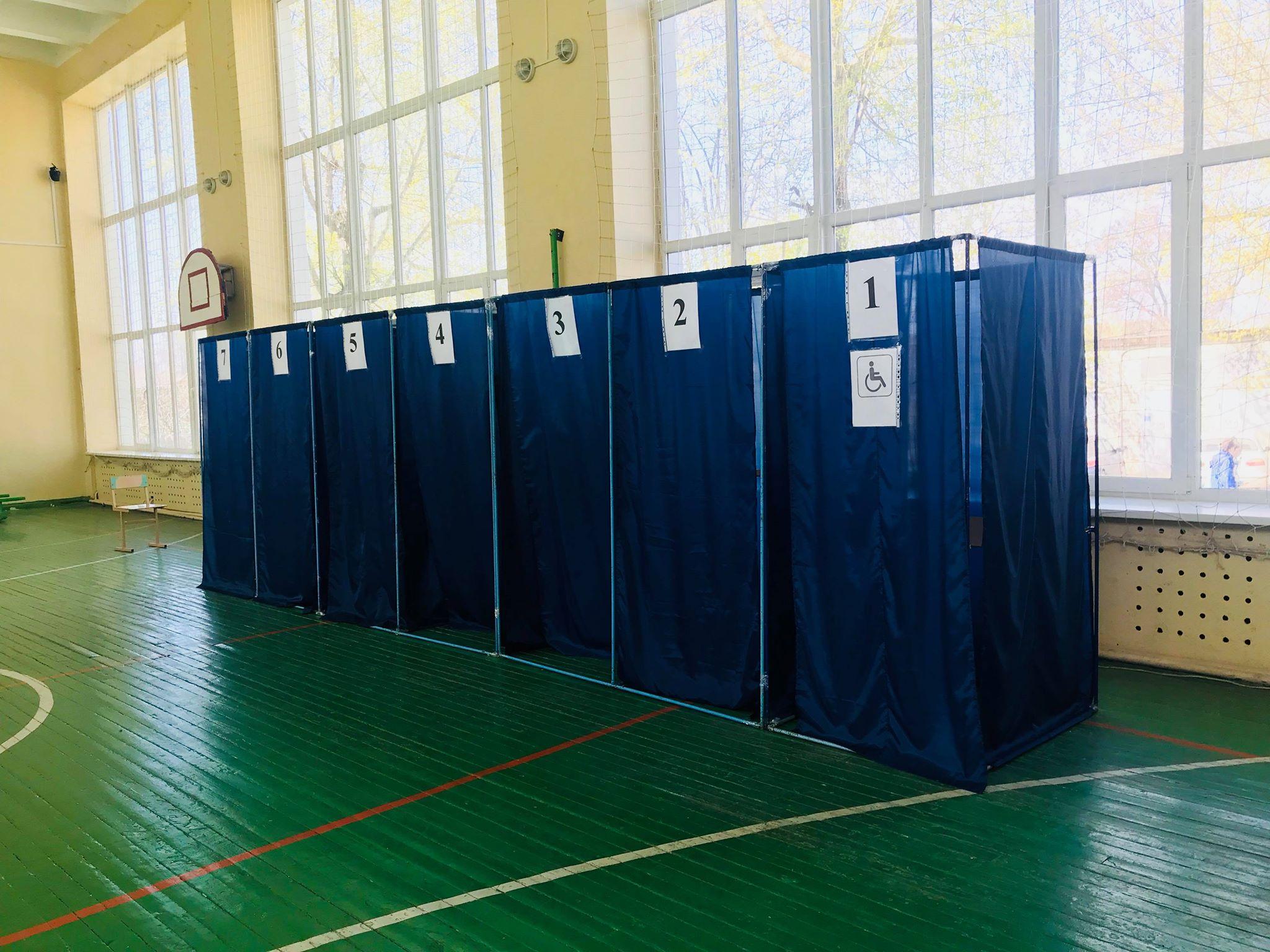 На Салтівці в одній із виборчих дільниць немає спостерігачів (відео)