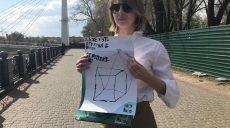 У Харкові зірвали відкриття виставки дитячих малюнків (відео)