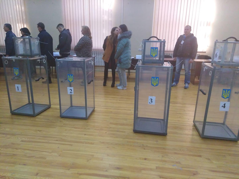 Полиция получила 940 сообщений о нарушениях на выборах в Украине