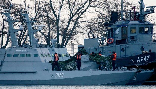 В России суд оставил за решеткой еще троих пленных моряков и сотрудника СБУ