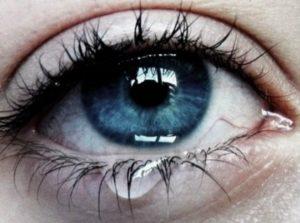 Ученые изобрели контактные линзы от аллергии