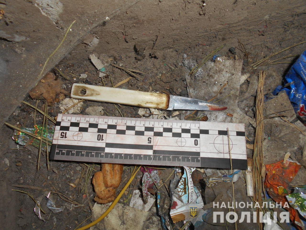 Попросил сигарету и получил ножом в шею: на Харьковщине мужчина напал на парня