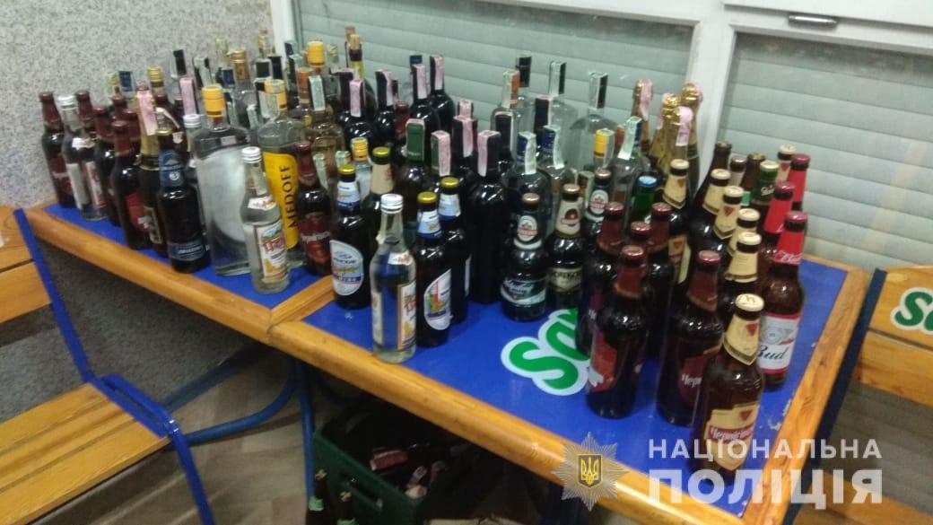 На одном из харьковских рынков незаконно продавали алкоголь