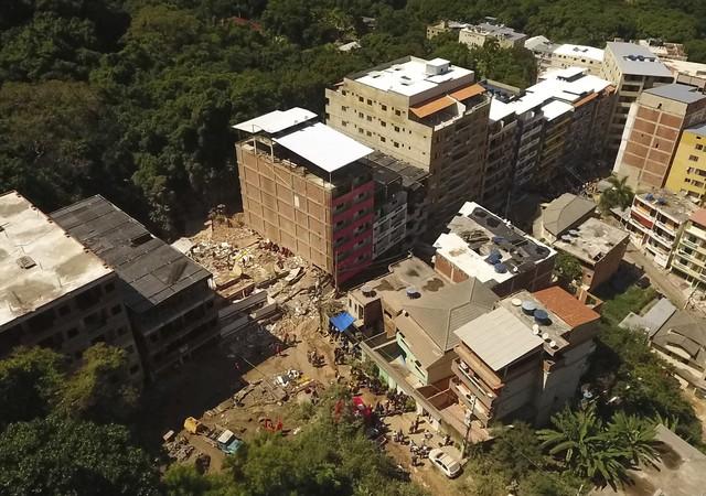 В Рио-де-Жанейро обрушились многоэтажки: есть погибшие (фото)