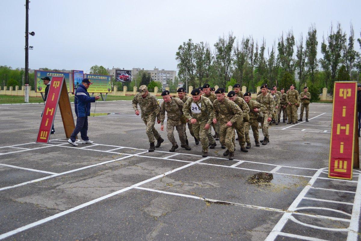 Курсанты-танкисты соревновались в первенстве по марш-броску