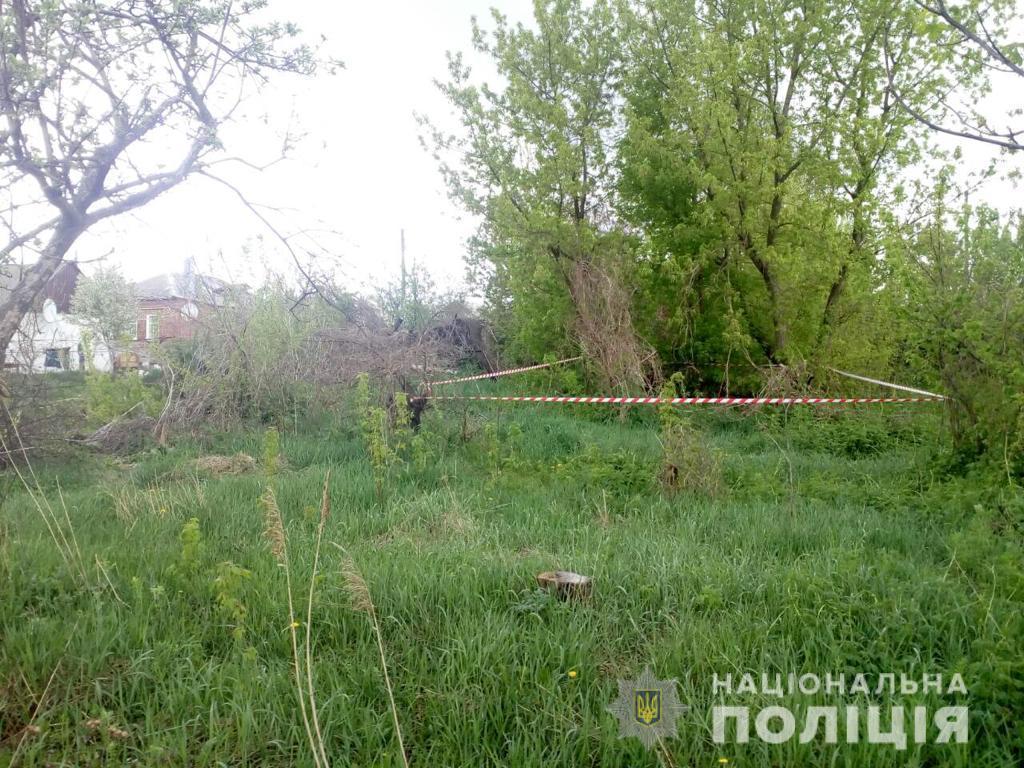 На Харьковщине пропавшего мужчину нашли мертвым в заброшенном домовладении (фото)
