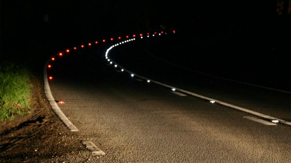 На украинских трассах планируют делать дорожную разметку со светоотражающими вставками