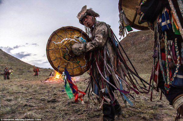 """Ученые обнаружили в сумке древнего шамана """"опасное"""" вещество"""