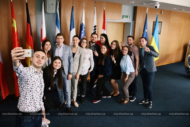 Представитель ЮНИСЕФ певец Тарас Тополя встретился с молодежью Харькова