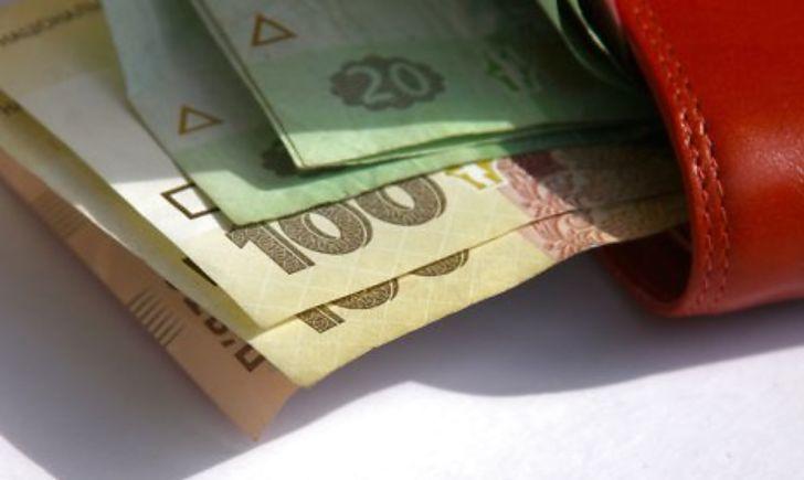 Средняя зарплата в Украине в 2021 году должна достигнуть 620 долларов