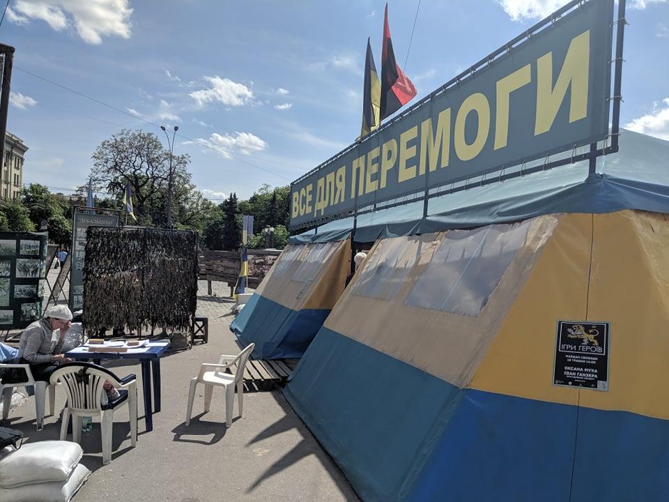 Палатку на площади Свободы поддержали порядка 9 тысяч человек – волонтер