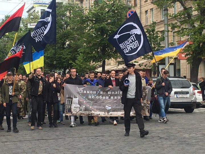 «Наш намет стояв, та буде стояти»: в центре Харькова прошел митинг против снесения волонтерской палатки (фото, видео)