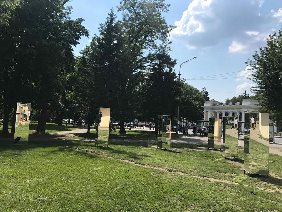 Полиция устанавливает обстоятельства разбитых композиций в центре Харькова (фото)