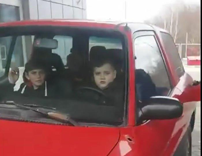 Суд наказал отца 13-летнего автолюбителя (фото)